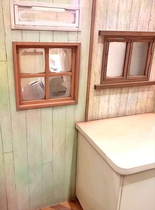 店舗エージング室内窓