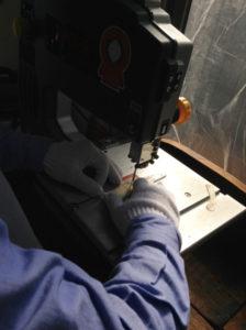 造形職人と家具職人が製作のお手伝いをします。