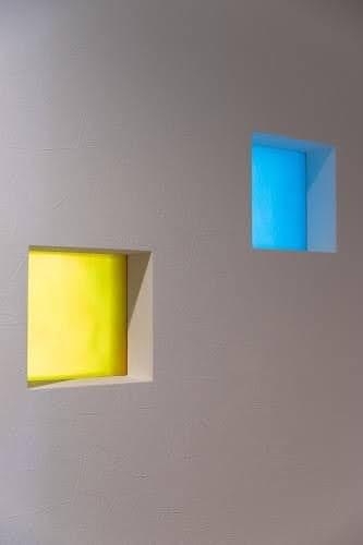 セミオーダー室内窓は光の加減で見え方が変わる