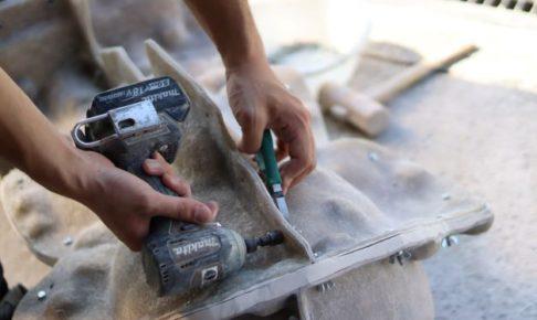 造形職人がドライバーを持つ手