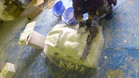 石膏型作業中