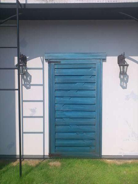青い飾り扉エイジング塗装